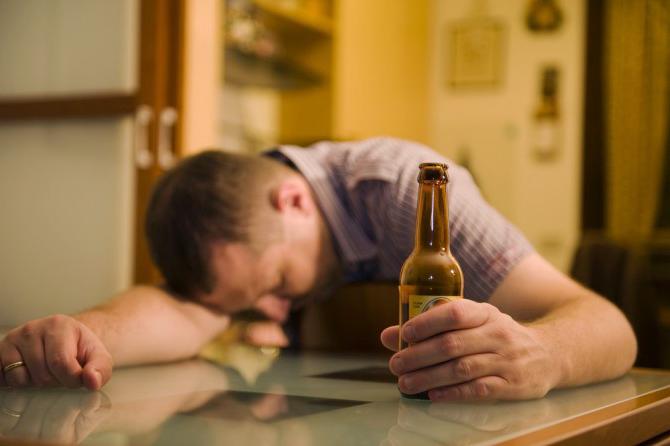 Mindestpreise für Bier und Schnaps lindern die Sucht?